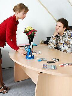 Онанизм босса в кабинете закончился глубоким отсосом ||  Фото секс в офисе бесплатно
