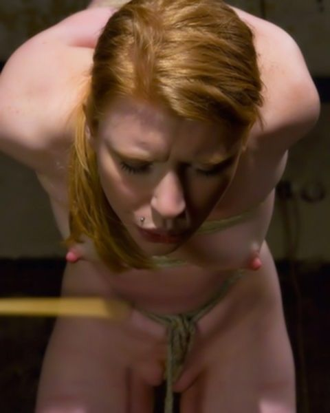 Шикарная грешница подставила лицо под сперму пошлого кавалера
