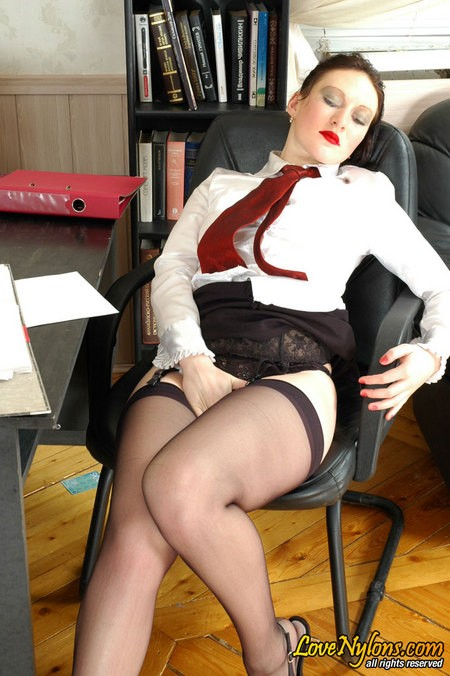 Секс секретарши и молодого шефа в офисе на столе ||  Фото секс в офисе бесплатно