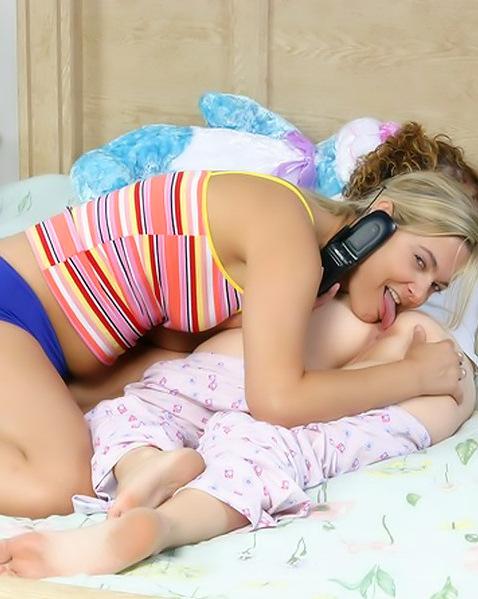 Даша разбудила сестру для ебли ||  Порно фото секс со спящими бесплатно