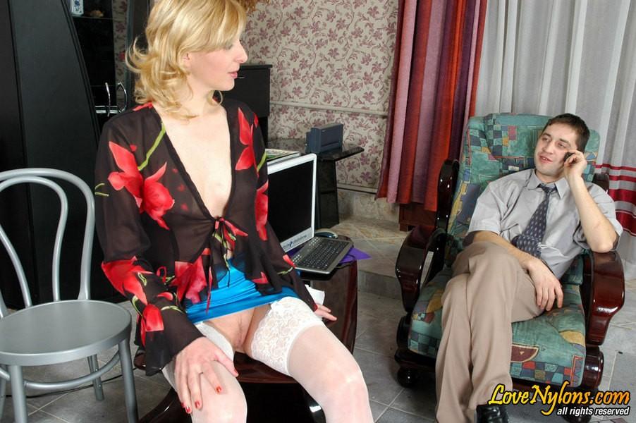 Начальник во время переговоров оттрахал секретаршу ||  Фото секс в офисе бесплатно