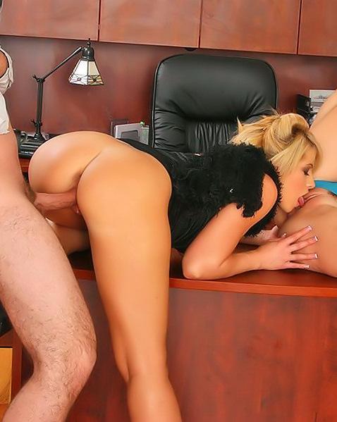 Две сексапильные секретарши занялись с боссом сексом в офисе ||  Фото секс в офисе бесплатно