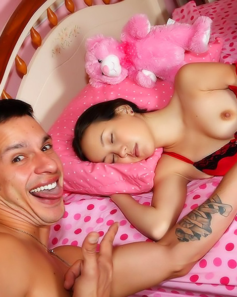 Парень натыкал хуй в дырки спящей подруге ||  Порно фото секс со спящими бесплатно