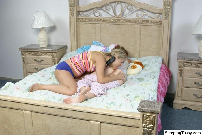 Лесбиянка проснулась с вылизанным аналом ||  Порно фото секс со спящими бесплатно