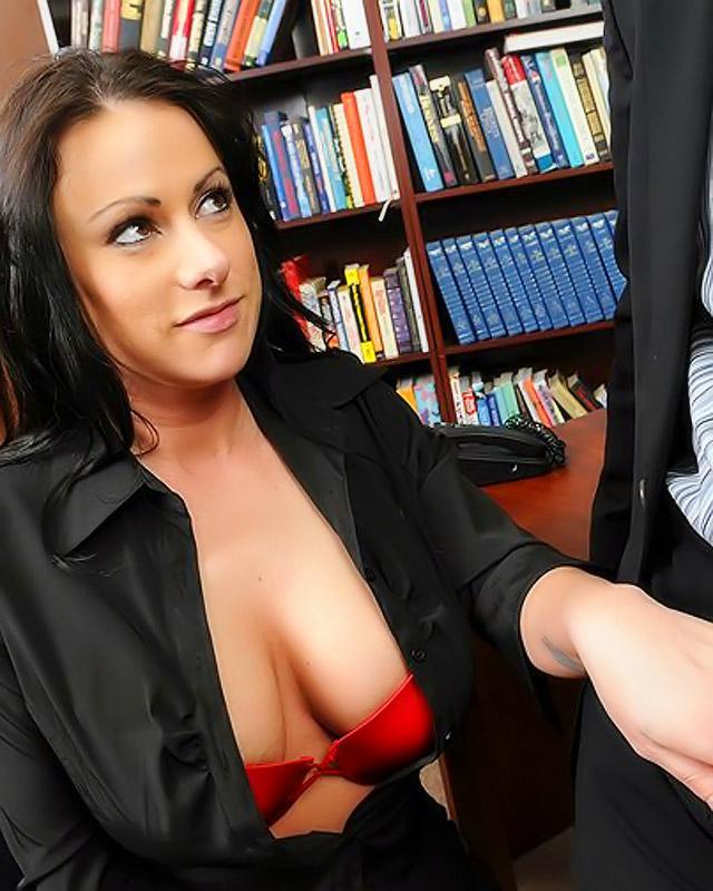 Большой член пронзает офисную давалку с отличными сиськами ||  Фото секс в офисе бесплатно