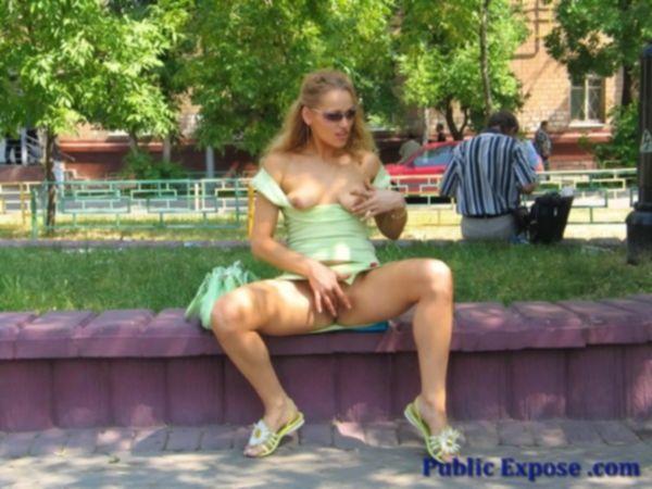 Восхитительная блондиночка благодарит мужика за обед страстным сексом