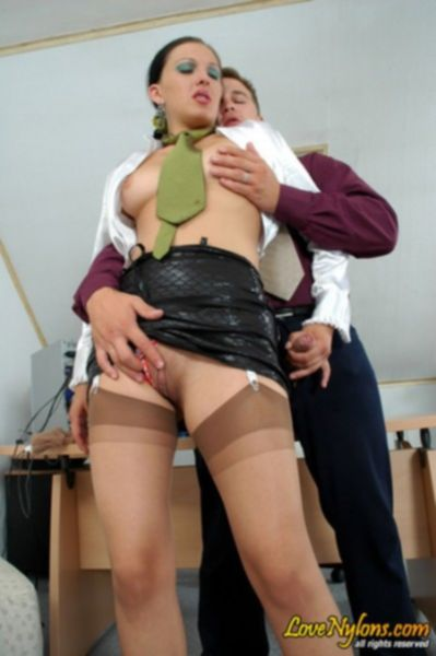 Белокурая школьница подставляется под член учителя